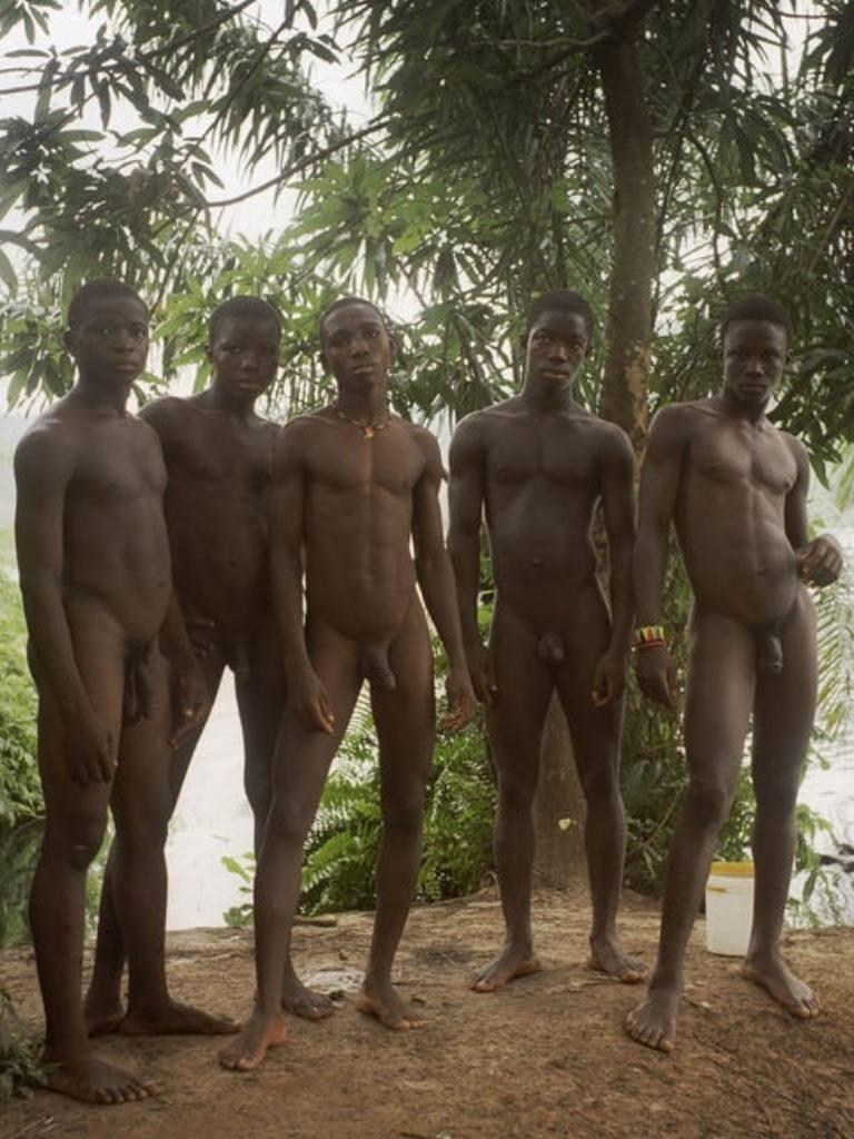 как ходят в африке голыми парни фото меня были